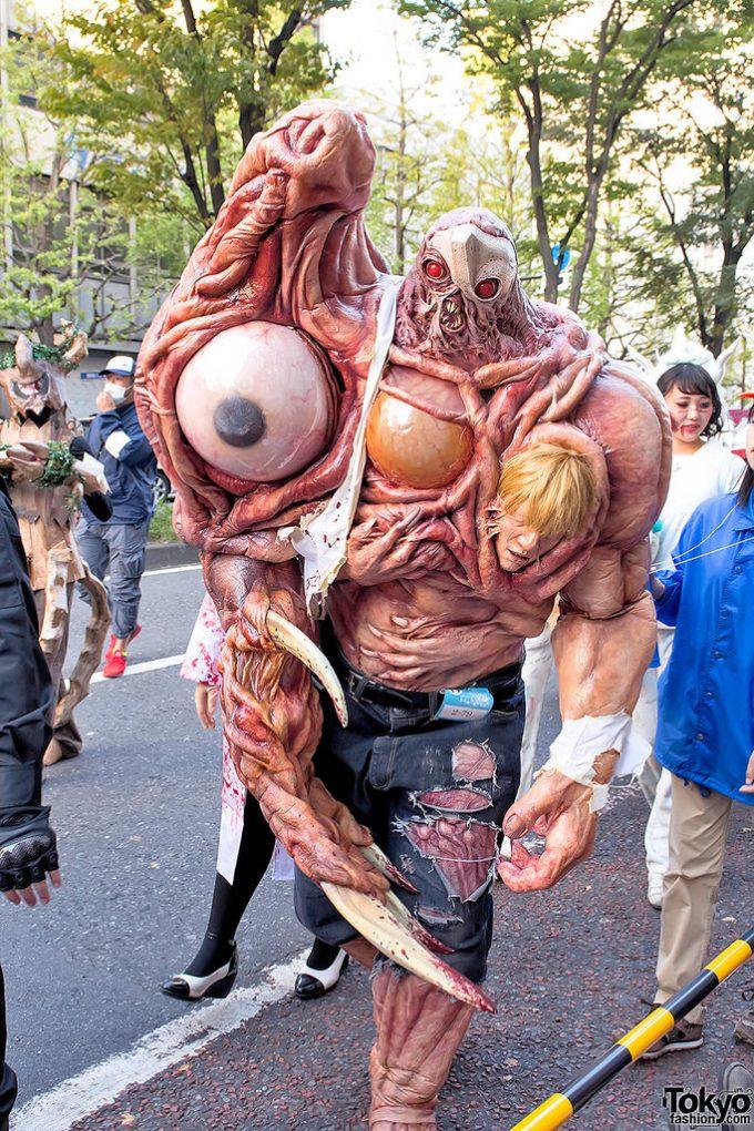 面白画像 カワサキハロウィン2015に『バイオハザード2』のウィリアムバーキン(G第二形態)の仮装が登場(笑)helloween_0058_01