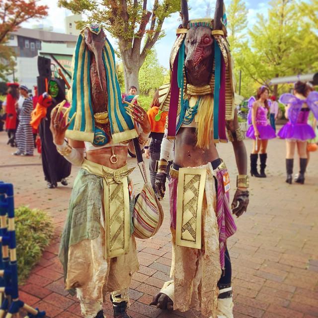【川崎ハロウィンおもしろ仮装画像】古代エジプトの神セトとアヌビスが川崎ハロウィンに揃って出場(笑)