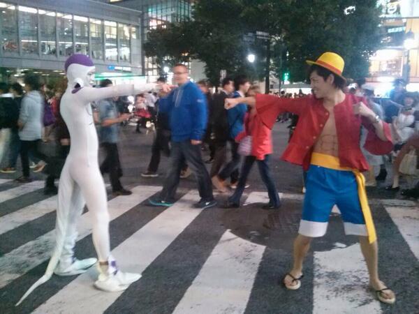 面白画像 『ドラゴンボール』フリーザvs『ONE PIECE』ルフィーが渋谷スクランブル交差点で実現(笑)helloween_0069