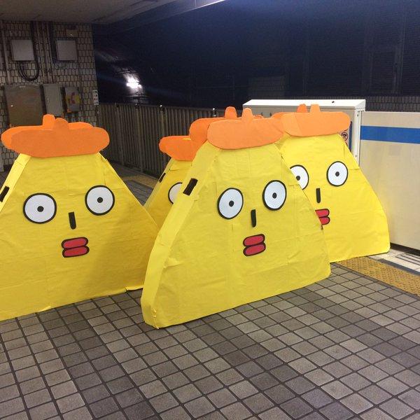 面白画像 2015年渋谷ハロウィンへ向かうため、駅のホームで待つポリンキー集団(笑)helloween_0073