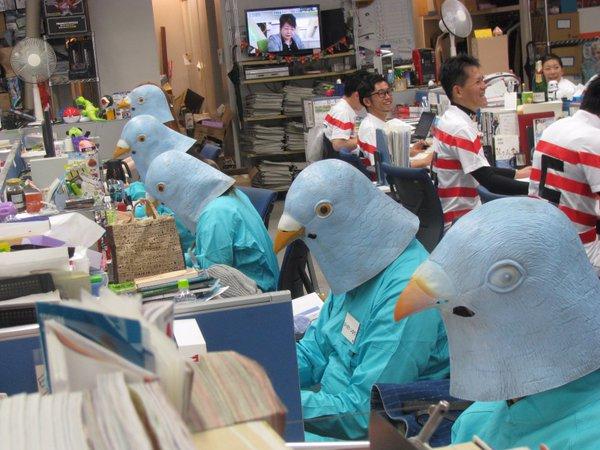 面白画像 タカラトミーの「ハロウィーンデー」で仮装する社員たちがシュール(笑)helloween_0075