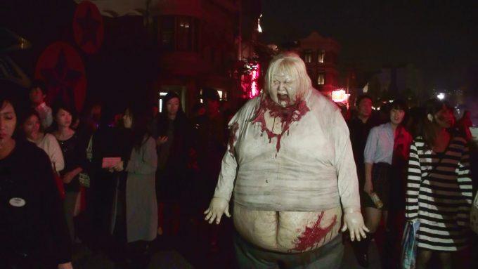面白画像 USJ『ハロウィンホラーナイト』の巨大デブゾンビが怖すぎます(笑)helloween_0076