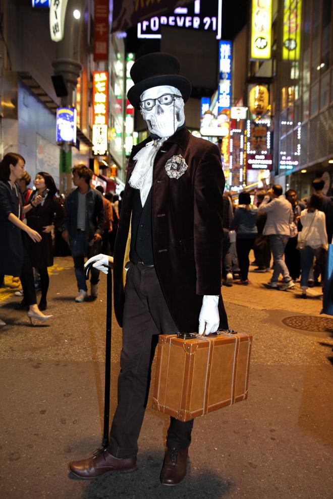 面白画像 紳士! 喧噪のハロウィン渋谷に不釣り合いな、かっこよすぎるジェントルマン骸骨(笑)helloween_0079