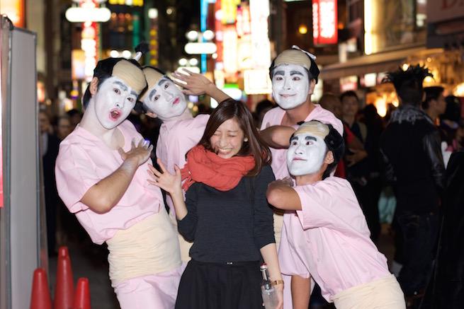 【渋谷ハロウィンおもしろ仮装画像】志村けんのバカ殿集団に囲まれてちょっとビックリ(笑)helloween_0082