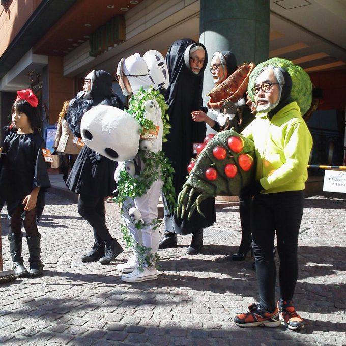 面白画像 監督! なぜかみんな宮崎駿監督のお面のジブリ仮装集団をカワハロ2013で見かける(笑)helloween_0085_01