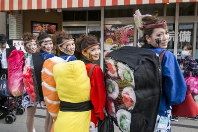 面白画像 美味しそう! 『KAWASAKI Halloween 2014』でグランプリに輝いた、日本が世界に誇る「寿司」仮装(笑)helloween_0086_01