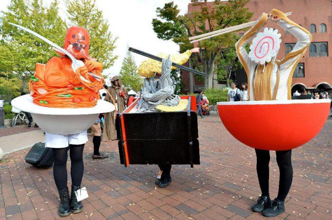 【川崎ハロウィンおもしろ仮装画像】ナポリタン・蕎麦・ラーメンの「麺」仮装集団を『カワサキハロウィン2014』で発見(笑)