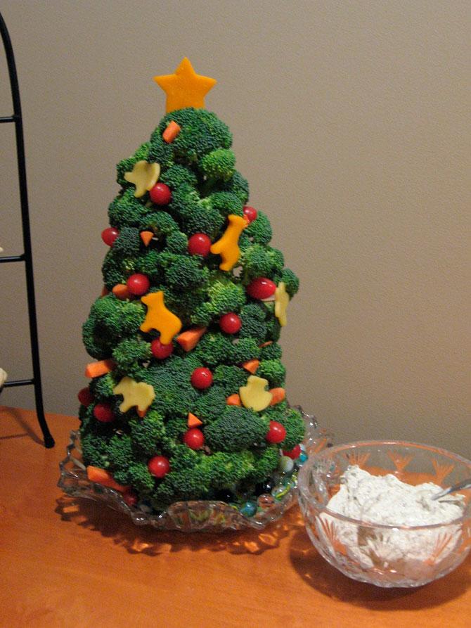 クリスマスおもしろ画像 チキンばかりで野菜不足になりがちなクリスマスにピッタリのブロッコリーツリー(笑)christmas_0004