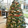 海外のオシャレなブックストアにありそうな書籍を積み上げたクリスマスツリー(笑)