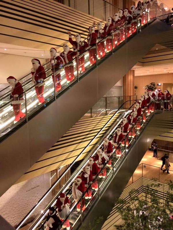 クリスマスおもしろ画像 サンタだらけ! 東京ミッドタウンに現れた100人のサンタ(笑)christmas_0024