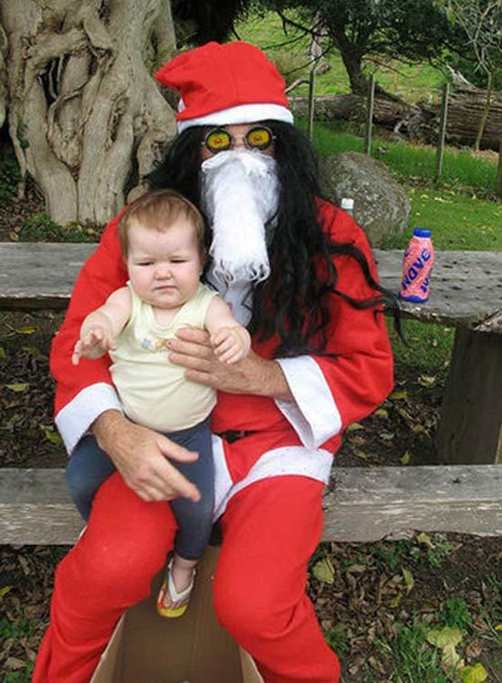 【赤ちゃんとクリスマスおもしろ画像】ガスマスクを着けているかのような猟奇的なサンタ(笑)christmas_0025
