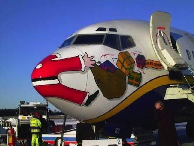 クリスマスおもしろ画像 プレゼントを運ぼうとしていたらジャンボジェット機に追突されたサンタ(笑)christmas_0028