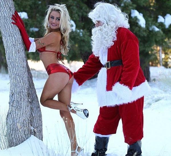 クリスマスおもしろ画像 エッチ! 雪山でセクシーサンタとじゃれ合うサンタクロース(笑)christmas_0030
