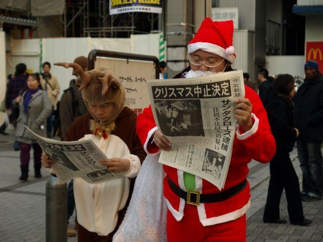 クリスマスおもしろ画像 クリスマス中止決定! 街中でサンタとトナカイが読んでいる号外新聞の一面(笑)christmas_0039