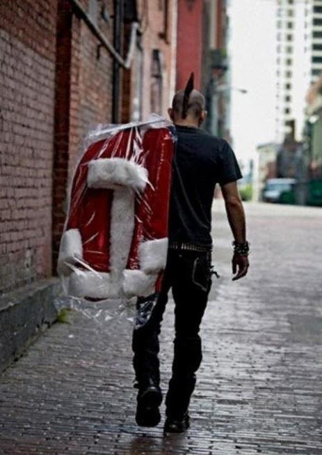 クリスマスおもしろ画像 普段は弾けてるけど、クリスマスぐらいはサンタ役やっちゃうぜ!みたいな人の後ろ姿(笑)christmas_0041