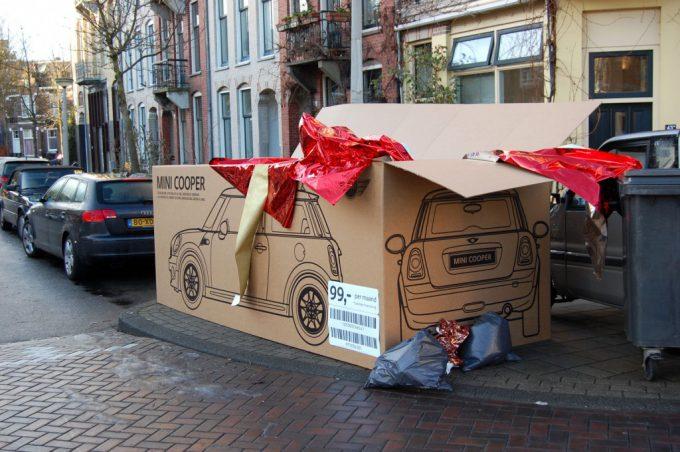 クリスマスおもしろ画像 クリスマス朝に街のゴミ置き場にあったミニクーパーの段ボール(笑)christmas_0050_01