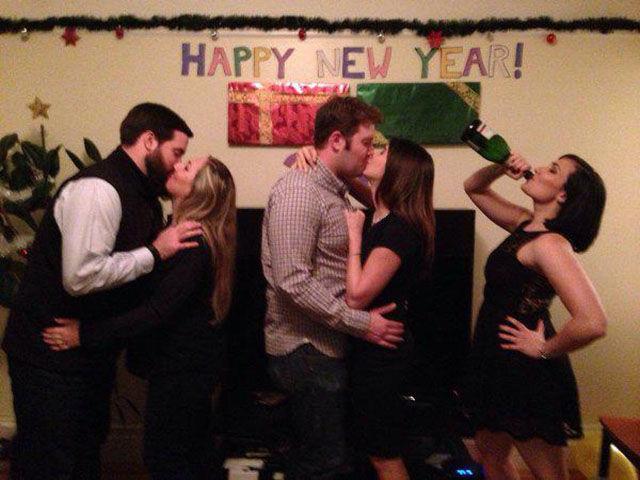 お正月おもしろ画像 HAPPY NEW YEAR! 年越しパーティーに彼氏いない女子が一人で参加した結果(笑)newyear_0001