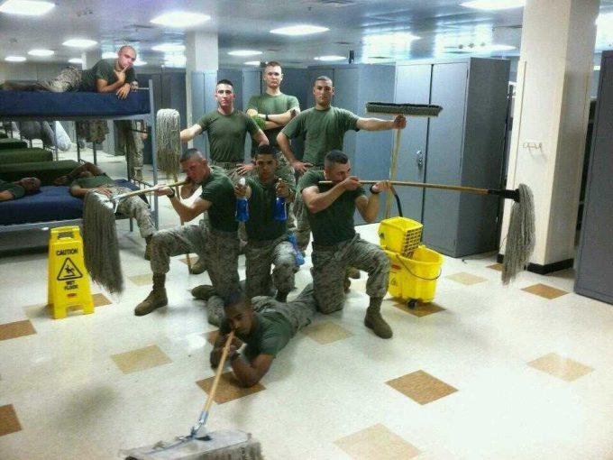 海外面白画像 平和! 海外の軍兵士たちがふざけて撮影した写真が自由すぎます(笑)foreign_0048