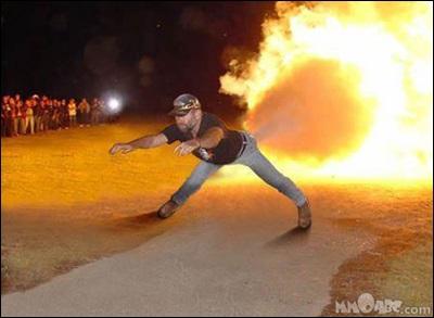 海外面白画像 ジェット噴射! お尻から火を噴きながら前に進む人間ロケット(笑)foreign_0057