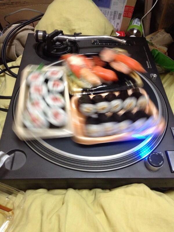 面白画像 自宅でカンタンにできる回転寿司(笑)food_0046