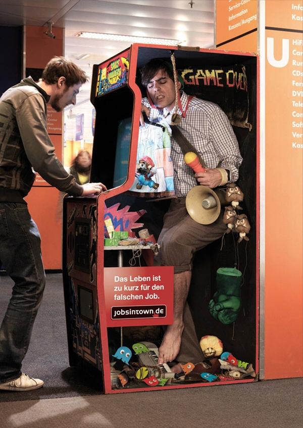 海外面白画像 中の人は大変! ドイツの求人サイト『jobsintown.de』広告が面白い発想(笑)foreign_0054_03