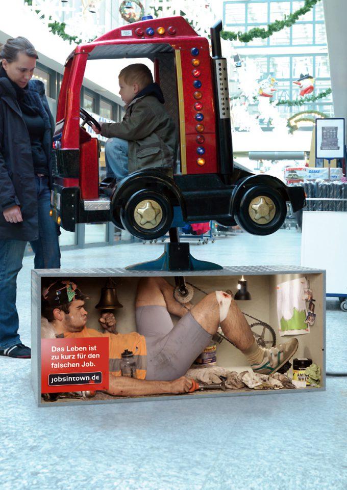 海外面白画像 中の人は大変! ドイツの求人サイト『jobsintown.de』広告が面白い発想(笑)foreign_0054_04