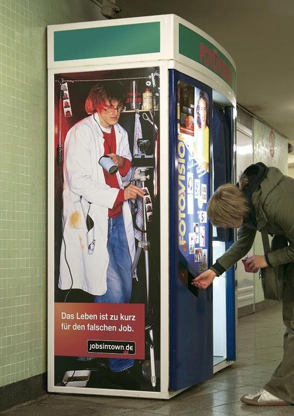 海外面白画像 中の人は大変! ドイツの求人サイト『jobsintown.de』広告が面白い発想(笑)foreign_0054_05