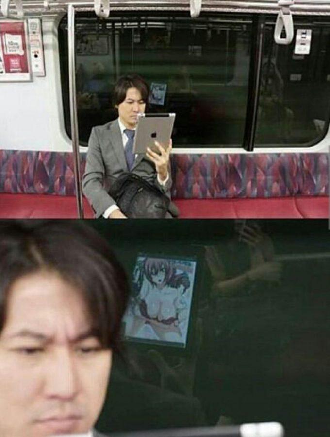 面白画像 電車内で人にばれずにエロ本を読む方法(笑)otacos_0041