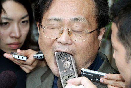 【テレビおもしろ画像】iPS細胞で話題となった森口尚史に報道陣が詰め寄る(笑)