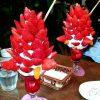 狂気じみてる! まるで輸入植物の花かと見まごうようなイチゴパフェ(笑)