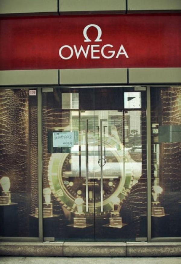危ない! スイスの高級腕時計メーカー「OMEGA」の偽ブランド「OWEGA」(笑)foreign_0073