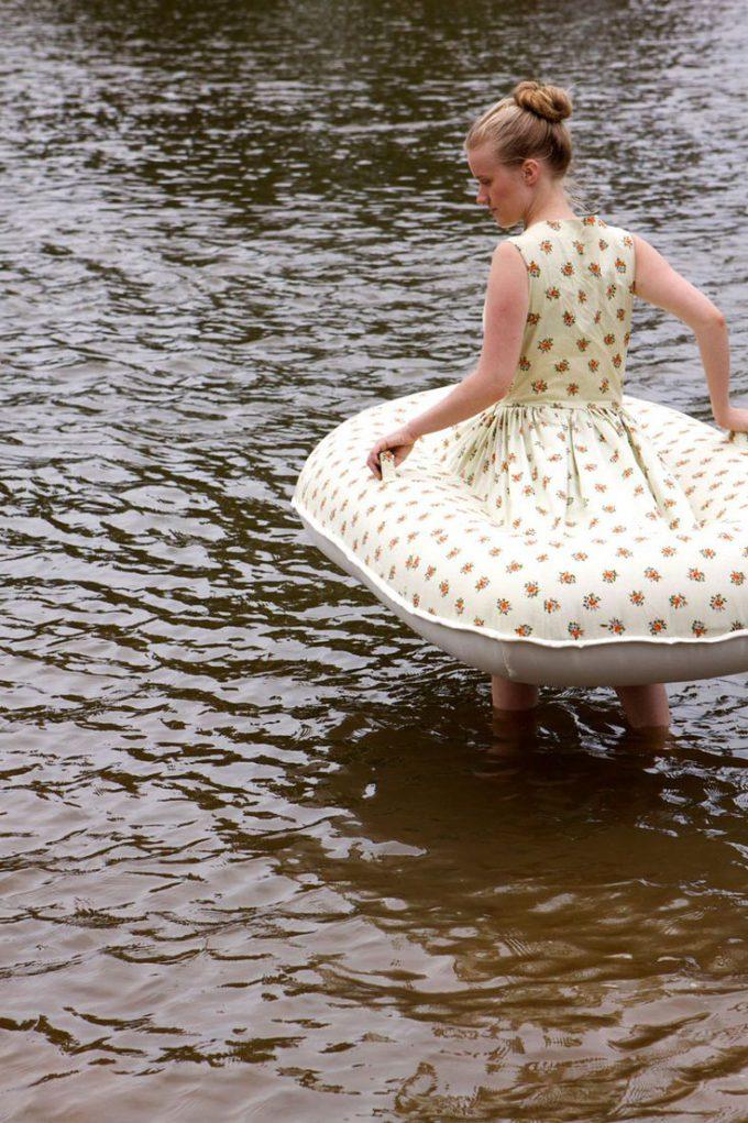【ワンピースボートおもしろ画像】陸も海もOK! ワンピースなのにボートにもなるアイデアファッション(笑)