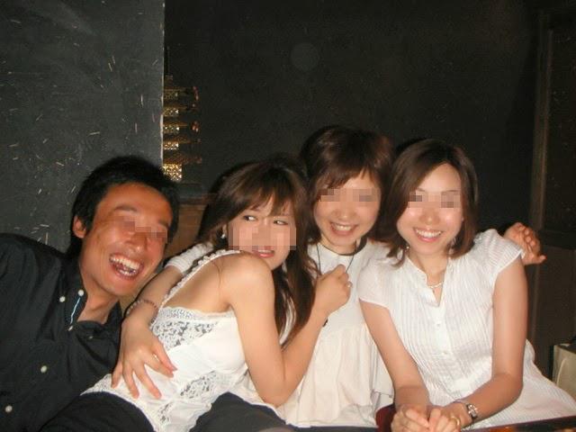 こっち寄るな! 女子たちの撮影に混ざろうとした男、全力で拒否される(笑)syame_0066