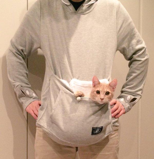 ずっと一緒! どんな時もかわいい猫がすぐ見れる「にゃんガルーパーカー」の破壊力(笑)