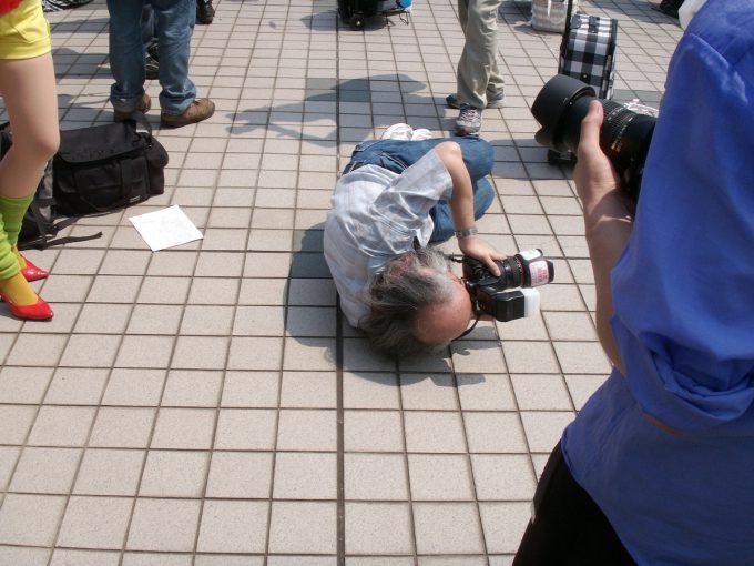 これぞプロ魂! イベントのコスプレ会場で見かけたオタクカメラマンのポーズが面白い(笑)otacos_0108
