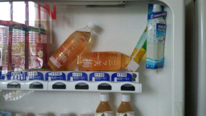 どれがどのボタン? いったいどのボタンを押せば欲しい商品が買えるのか分からない自販機(笑)syame_0087