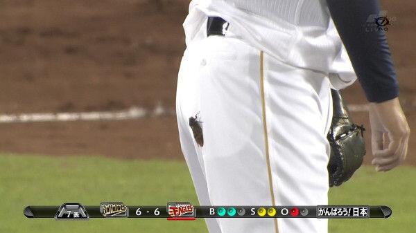 ミーンミン! 野球でオリックス香月投手のお尻に蝉が止まる(笑)tvmovie_0086