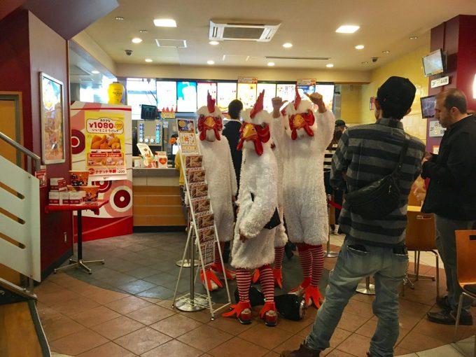 【渋谷ハロウィンおもしろ仮装画像】コケー! ハロウィン渋谷のケンタッキーでニワトリを発見(笑)halloween_0121