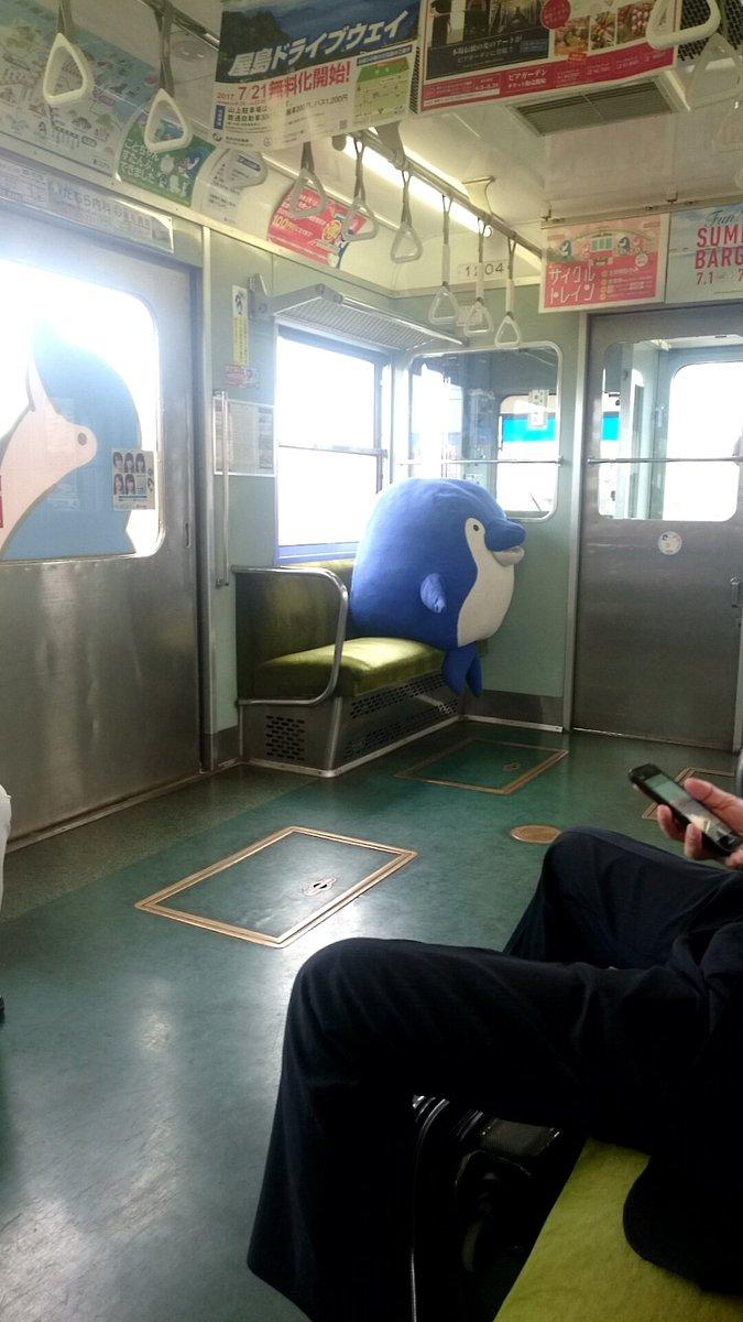 なんかいる! 琴平線の電車内で圧を感じると思ったらなんかいた(笑)livingdoll_0015
