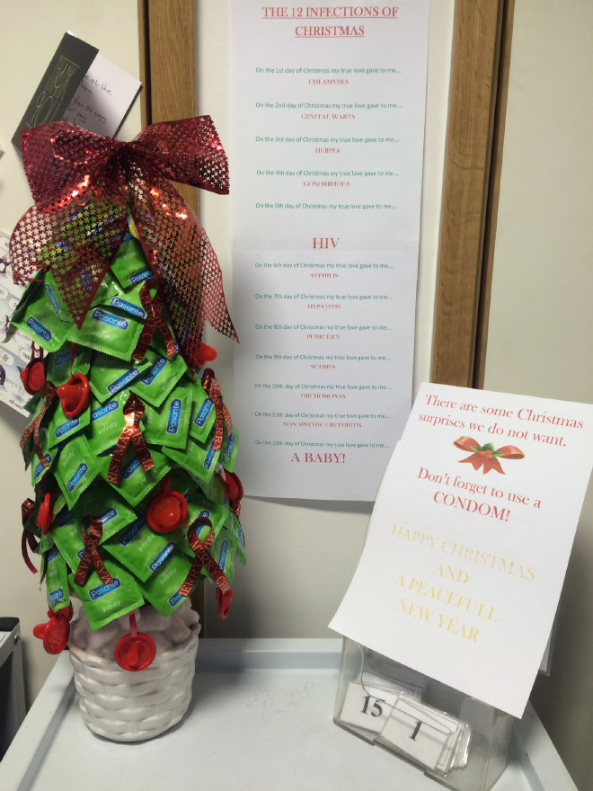 ちゃんと着けなさい! 海外の病院で見かけたゴムのクリスマスツリー(笑)christmas_0122