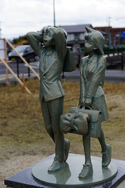 鳥取県の北栄町の新一と蘭のブロンズ像