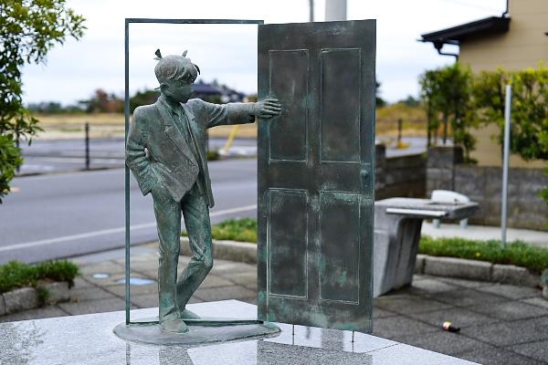鳥取県の北栄町の工藤新一のブロンズ像