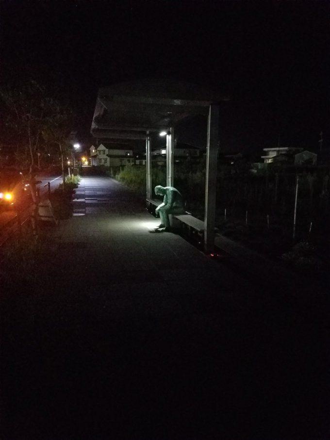 夜の毛利小五郎ブロンズ像
