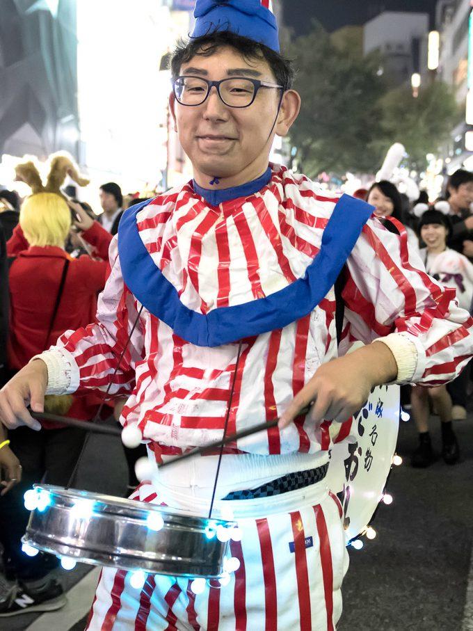 【渋谷ハロウィンおもしろ仮装画像】ここ大阪? ハロウィン渋谷に現れた「くいだおれ人形」(笑)halloween_0173_01