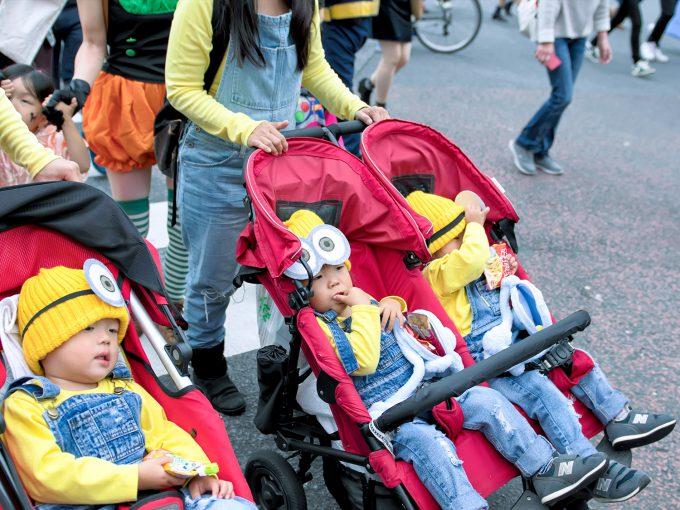 可愛すぎ! 渋谷ハロウィンのスクランブル交差点でベビーカーを押す大量のミニオンズ(笑)halloween_0174