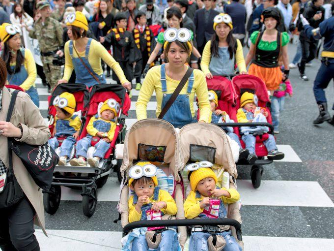 可愛すぎ! 渋谷ハロウィンのスクランブル交差点でベビーカーを押す大量のミニオンズ(笑)halloween_0174_01