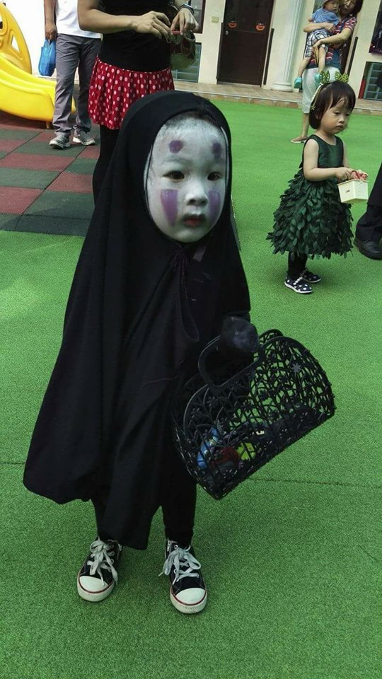 【海外の子どものハロウィンおもしろ仮装画像】ホーチミンの幼稚園ハロウィンパーティーで見かけた『千と千尋の神隠し』のカオナシ仮装(笑)halloween_0182