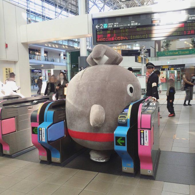 デブすぎ! 東急電鉄マスコットキャラ「のるるん」、広い改札ですら通れない(笑)livingdoll_0012