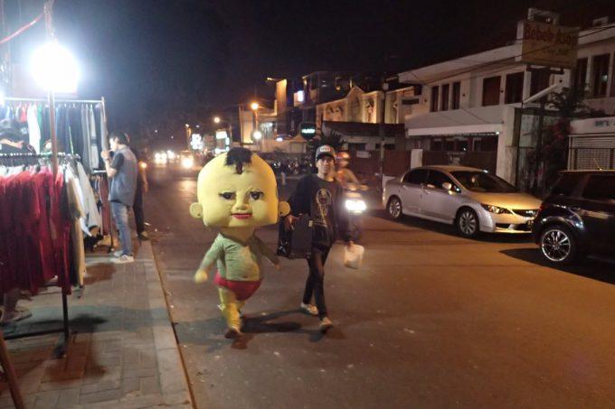怖! インドネシアの夜に突然現れた謎のゆるキャラが怖すぎる(笑)livingdoll_0016_01