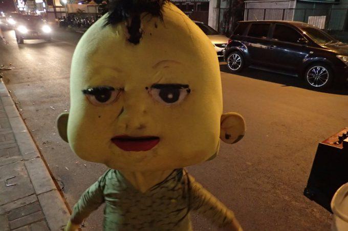 怖! インドネシアの夜に突然現れた謎のゆるキャラが怖すぎる(笑)livingdoll_0016_02